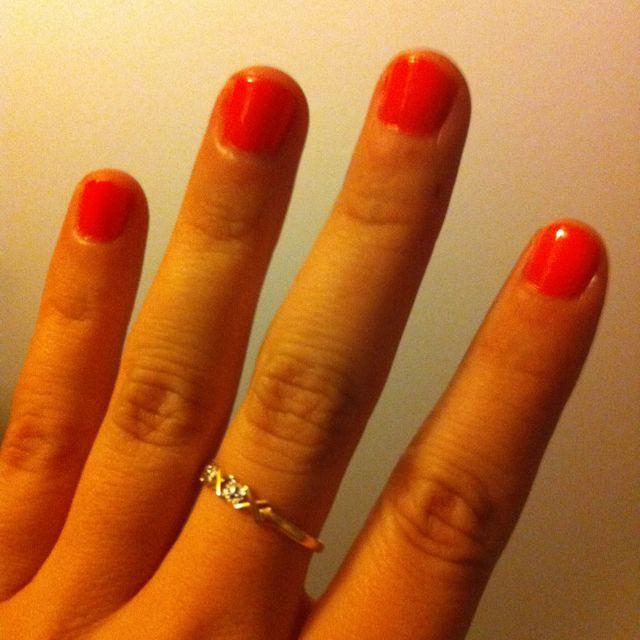 Orange fingernails make me happy!