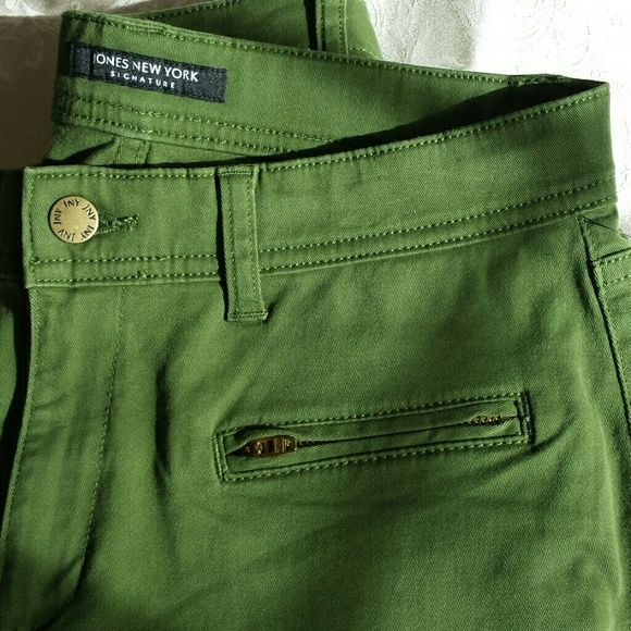 I just discovered this while shopping on Poshmark: 😃Jones New York signature jeans. Size 6. NewNWT. Check it out!  Size: 6