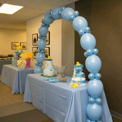 Toma Nota De Estas 15 Lindas Ideas En Tonos Azules Para Un Baby Shower La Mayoria De Ellas Son Muy Faciles Globos Globos De Baby Shower Decoracion Con Globos