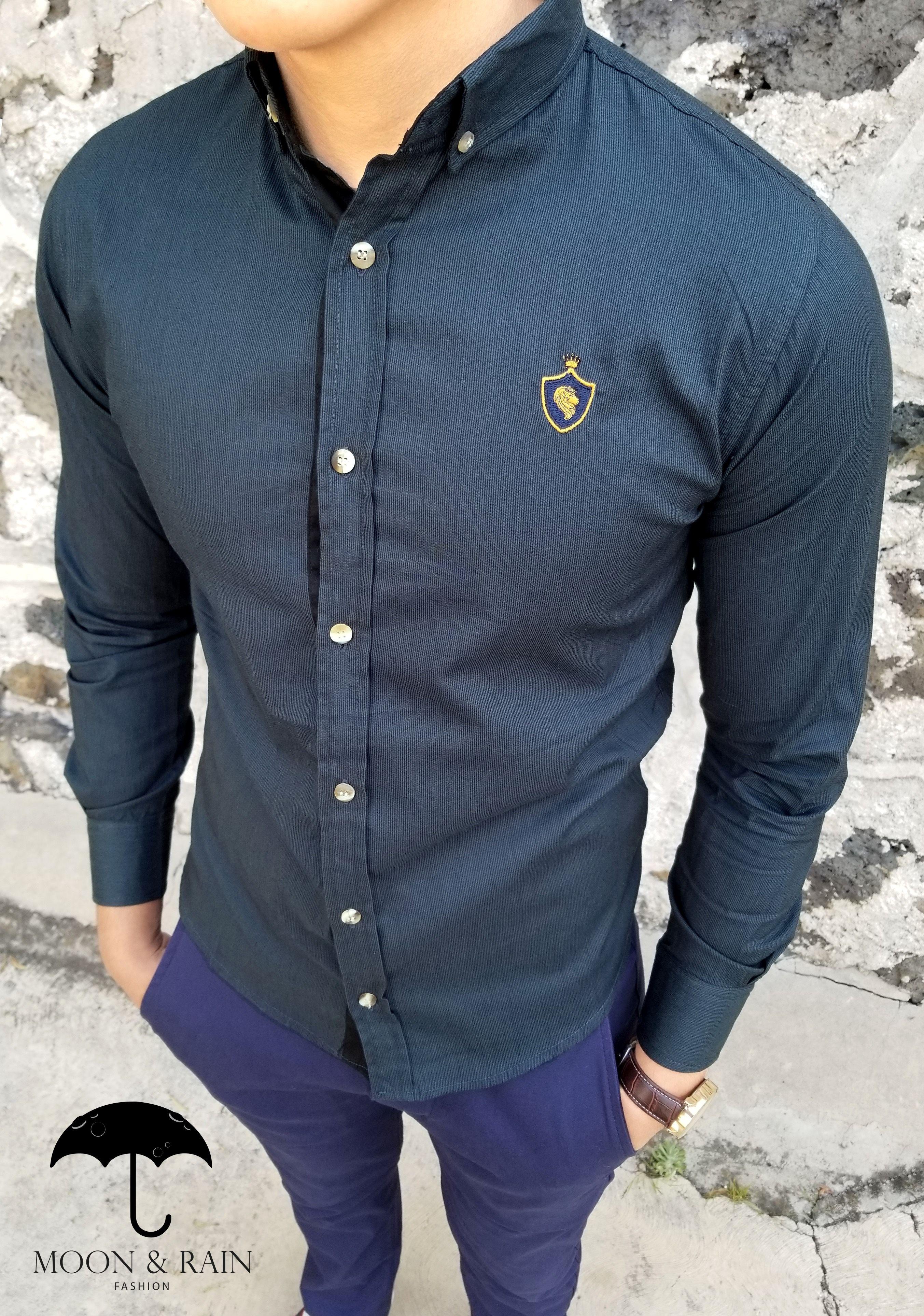 6a20bf0ae2 Ropa para hombre ideal para una ocasión casual y o formal  Camisa Verde Lisa  RM de la marca Moon   Rain