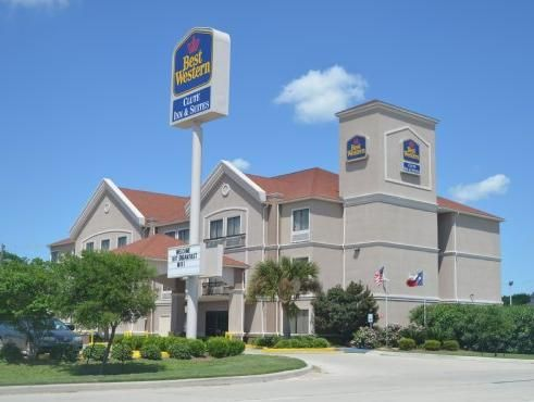 Clute (TX) Baymont Inn And Suites Clute United States, North America Ideally located in the prime touristic area of Clute, Baymont Inn And Suites Clute promises a relaxing and wonderful visit. The hotel offers guests a range of services and amenities designed to provide comfort and convenience. Take advantage of the hotel's facilities for disabled guests, business center, Wi-Fi in public areas, pets allowed, vending machine. Each guestroom is elegantly furnished and equipped w...