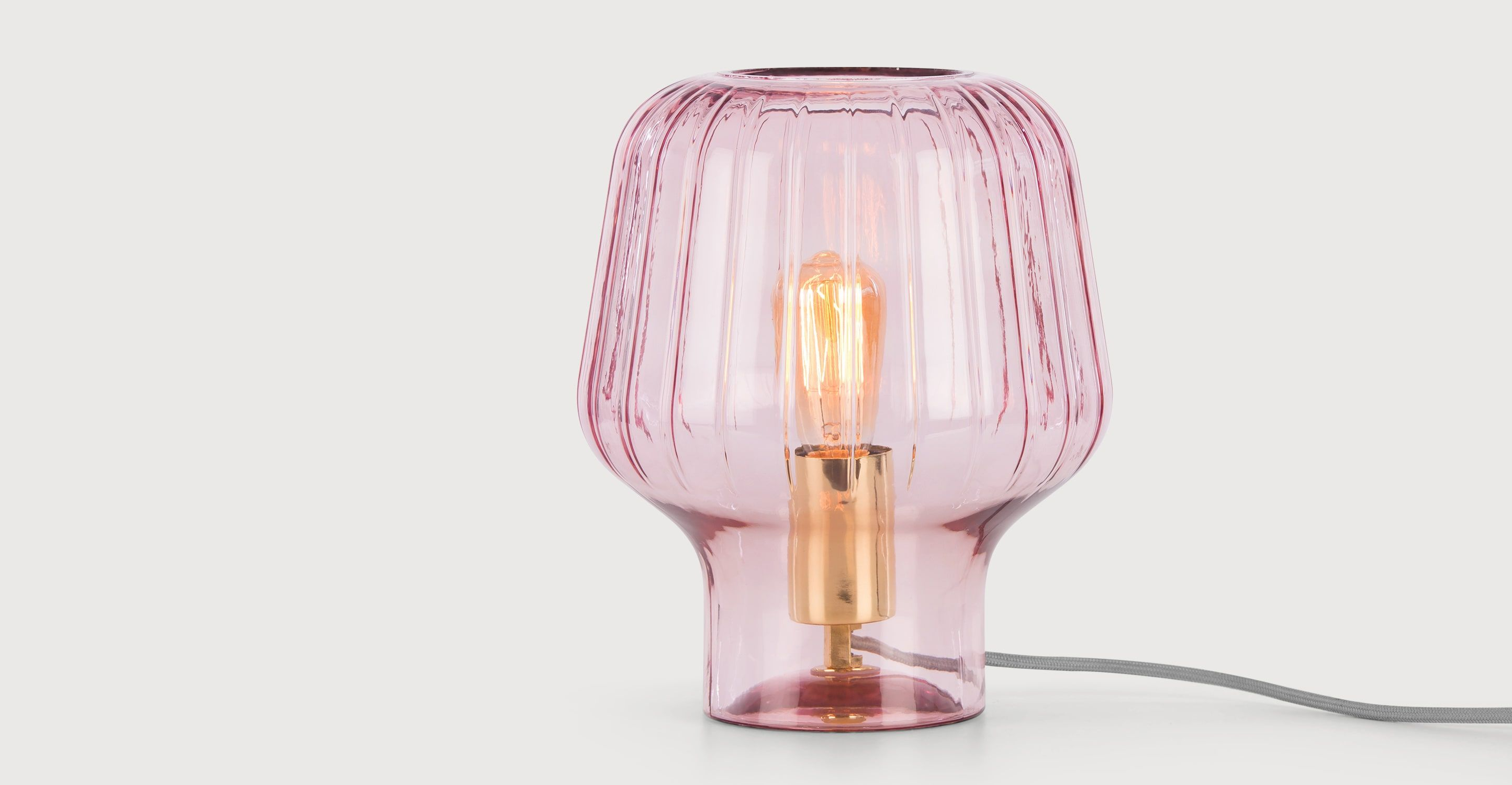 Slaapkamer Lamp Roze : Made table lamp blush pink glass & polished brass. now on sale