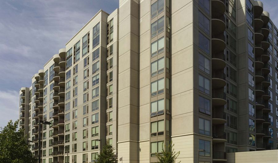 Enjoy homes filled with the best finishes and a community rich with amenities and services. You can have it all at Edgewater Apartments in Philadelphia, PA.