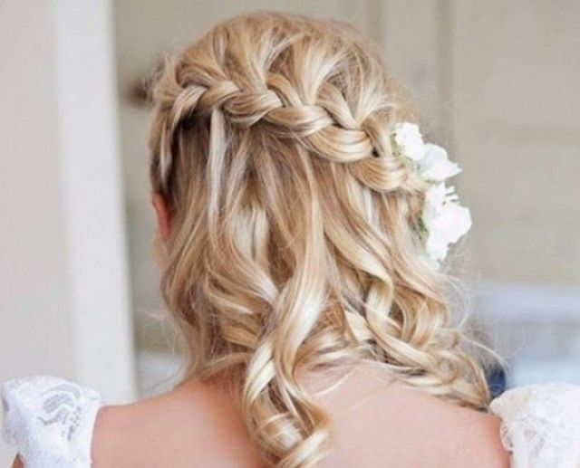 Coiffure Mariage Champetre Chic Cheveux Detaches Tresse Cascade Coiffure Mariee Coiffure Mariage Photo Coiffure
