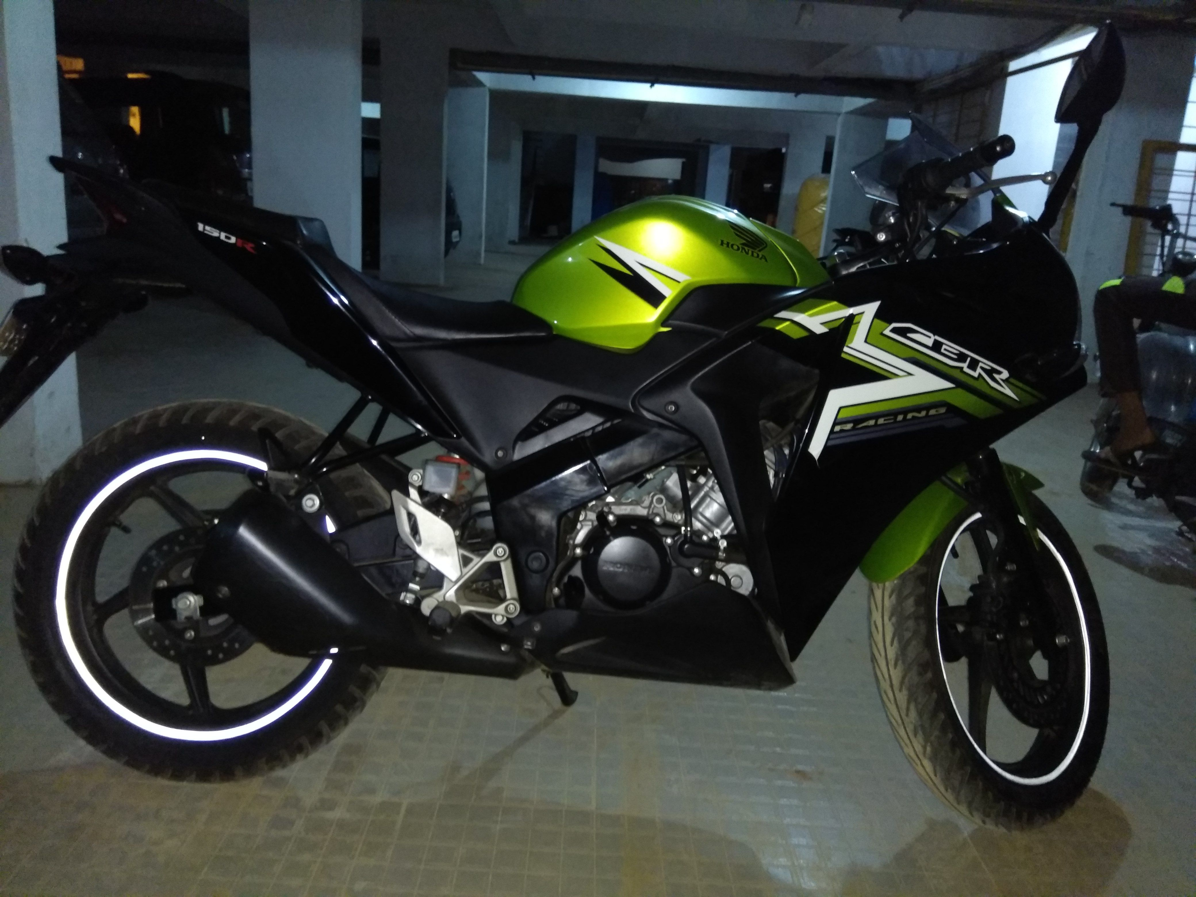 Dreamwheels india 2017 honda cbr 150 r for sale in bangalore buy superb condition 2017 honda cbr 150 r of 2017 model year with green colour