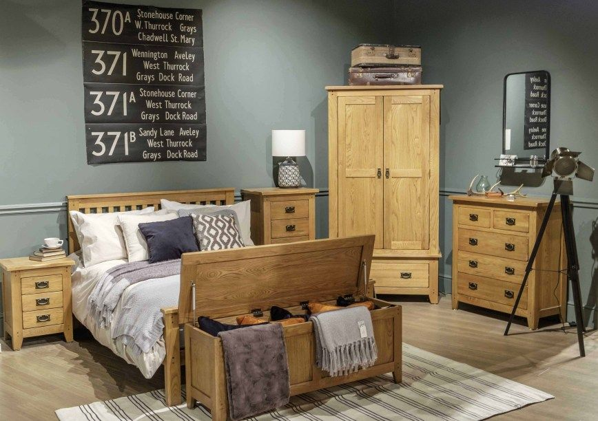 Colours That Go With Oak Furniture Oak Bedroom Furniture Luxurious Bedrooms Rustic Oak Furniture