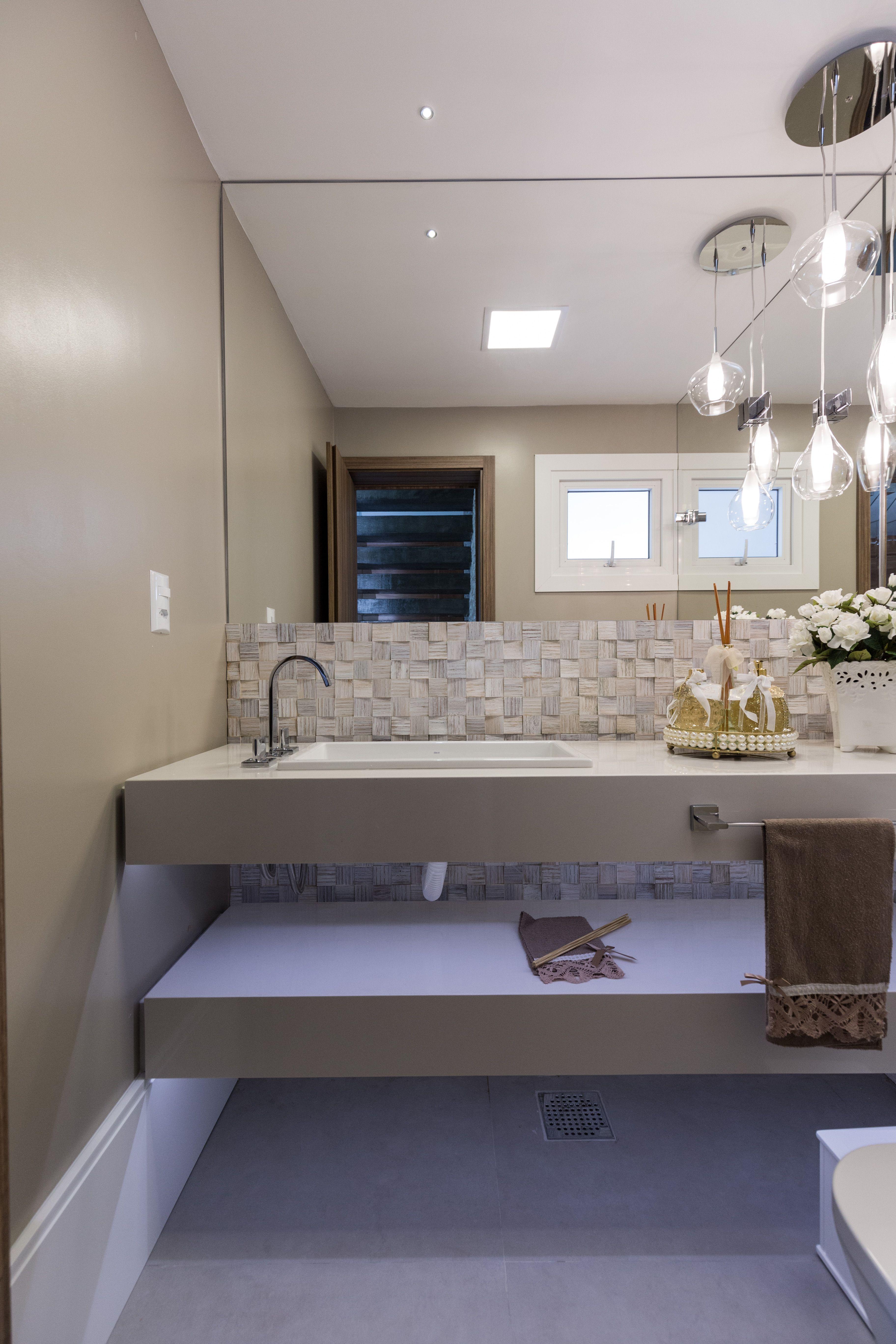 Banheiro Moderno Com Revestimento Em Pedra Natural E Concreto  ~ Espelho Grande Para Quarto Barato