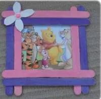 اعمال يدوية بالخشب للاطفال سهلة وأفكار فنية لعمل ألعاب بسيطة من أعواد الايس كريم الخشبية Home Decor Decor Frame
