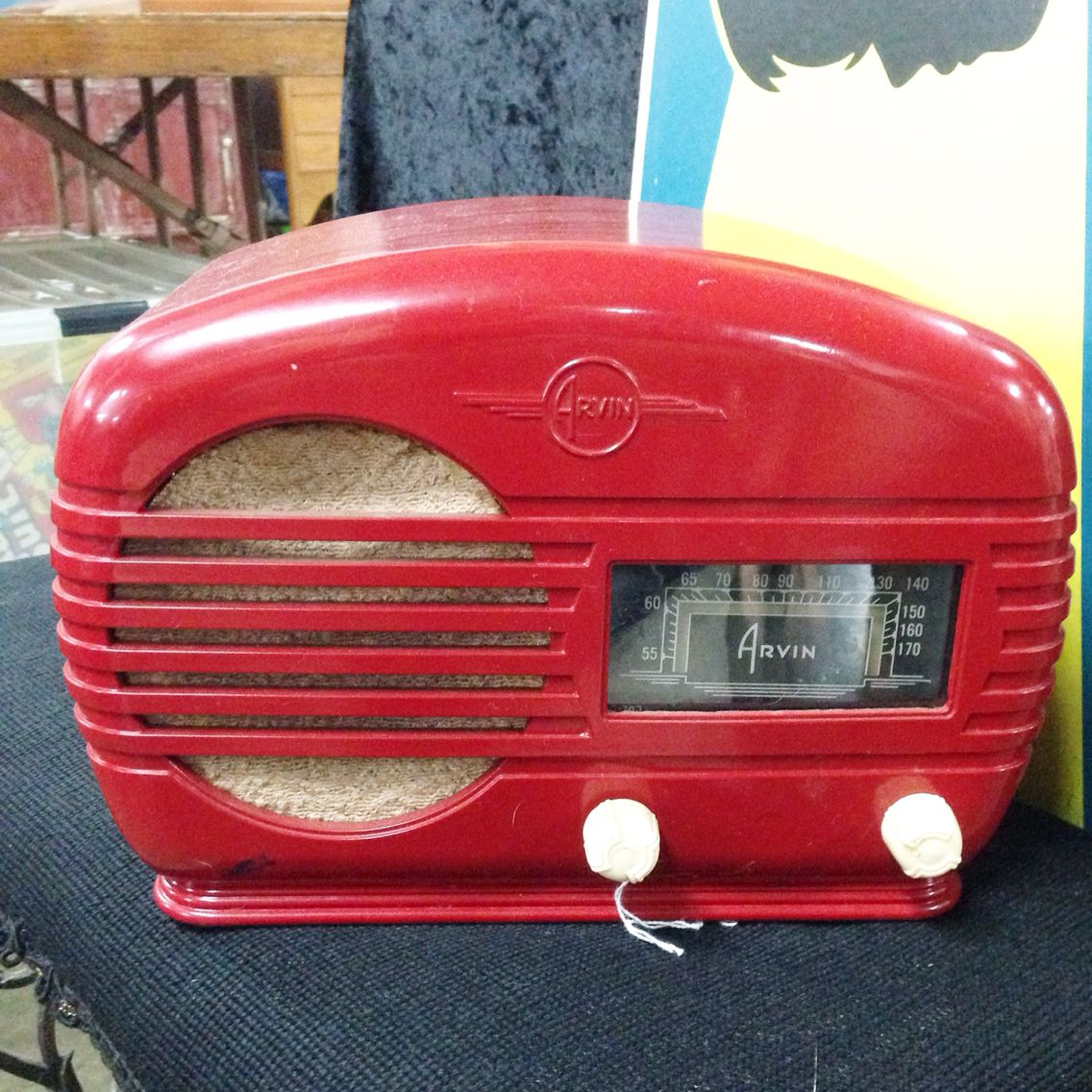 Found this awesome VINTAGE RADIO ! .... Love the Red ! ..... Downmoad the App FLEATIQUE on the Apple App Store for IPhone 5 - 5s - 5c - 6 - ipad ..... Vintage radios antique antiques market American pickers store roadshow junkin junking junk gypsies gypsy retro fleamarket flea market