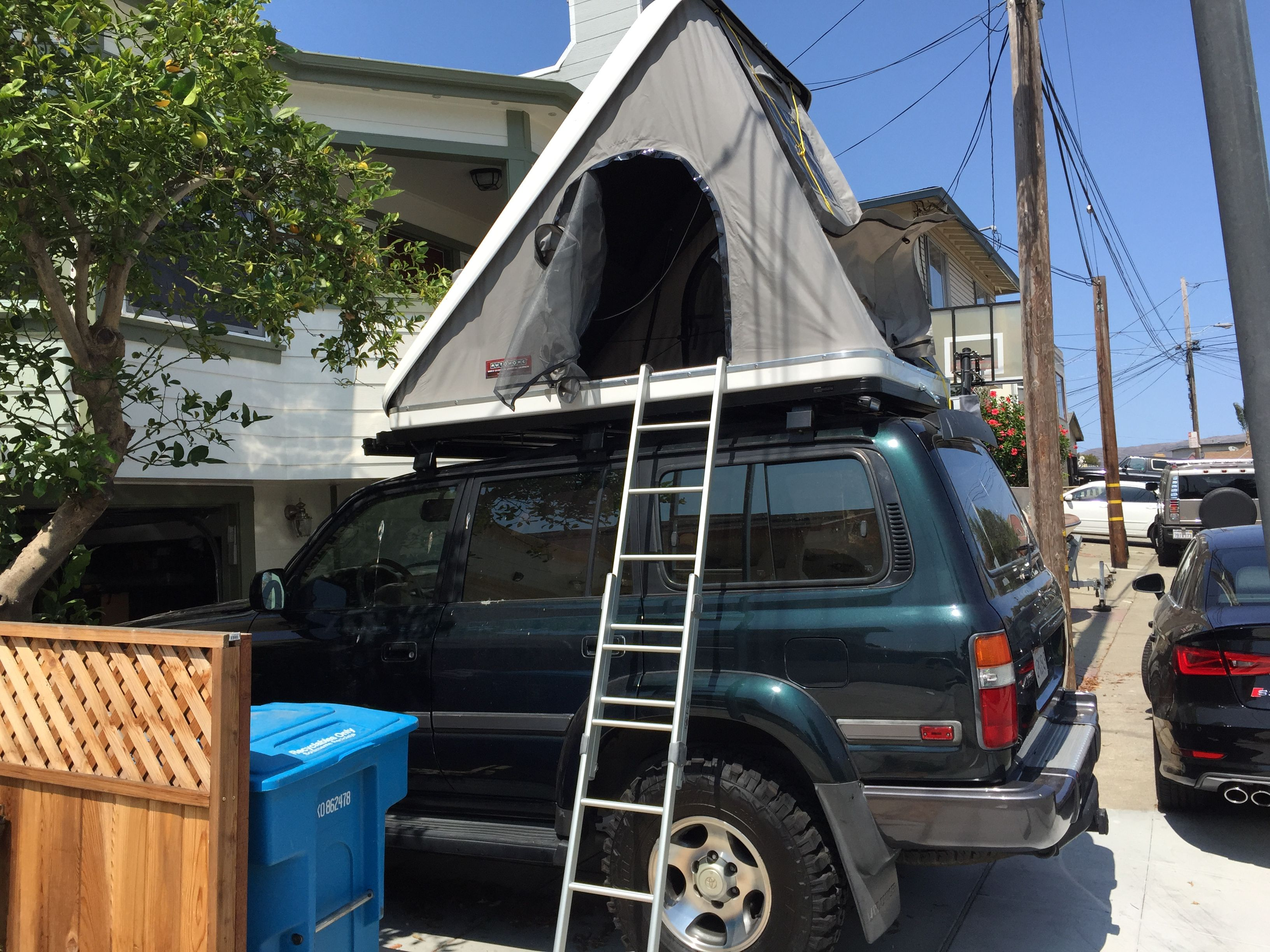 Landcruiser FJ80 With Maggionlina Columbus Roof Top Tent