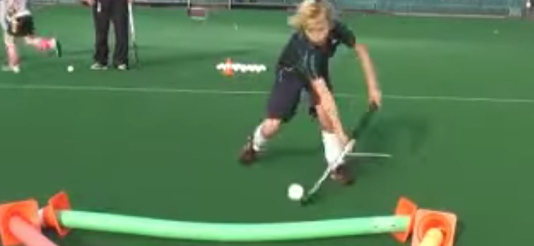 A Drill To Help Kids Improving Their 3d Skills Ability A Hockey World Helping Kids Drill Hockey World