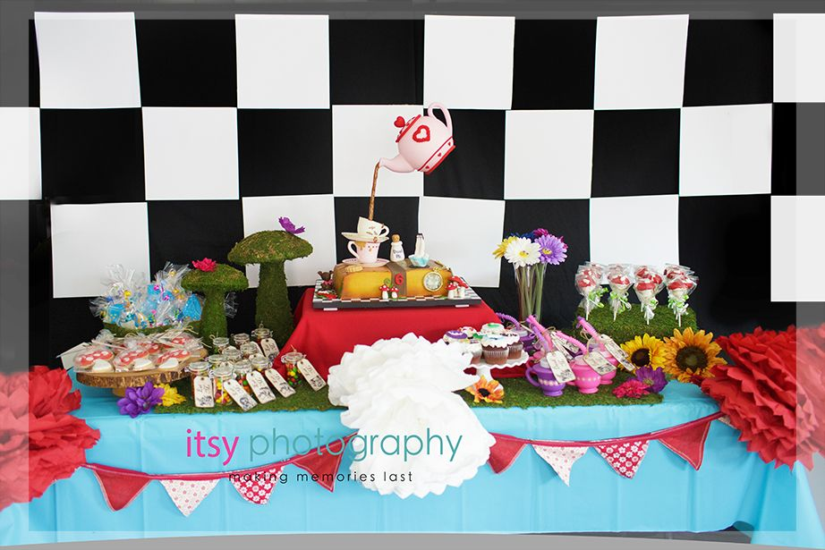 simple alice in wonderland cakes Google
