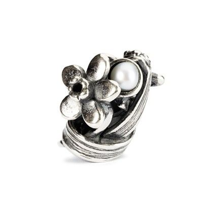 """Daffodil of March - """"Representing optimism, generosity and honesty the birth flower of March, daffodil, wraps itself around a freshwater pearl with the hidden message """"You are an angel"""". #trollbeads"""
