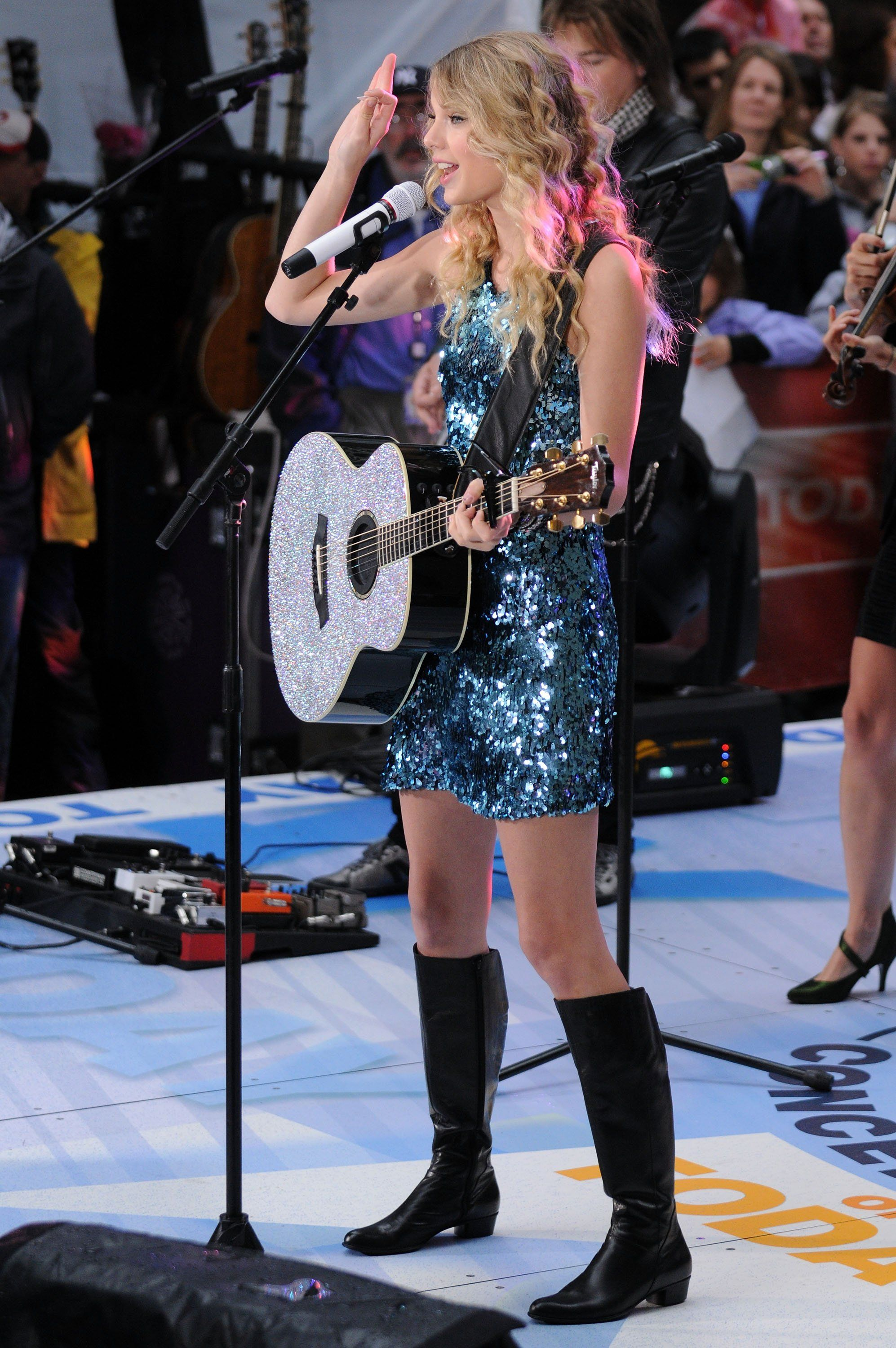 Taylor Swift Sparkles On The Today Show Taylor Swift Fearless Taylor Swift Taylor Swift Speak Now