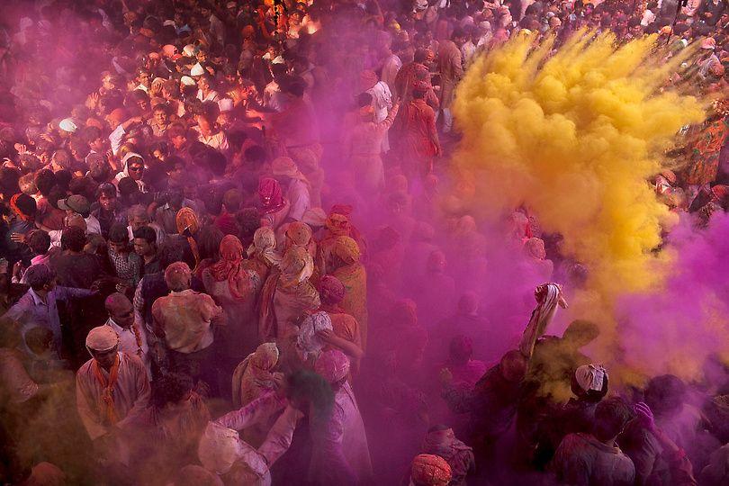 Pin En Holi Festival