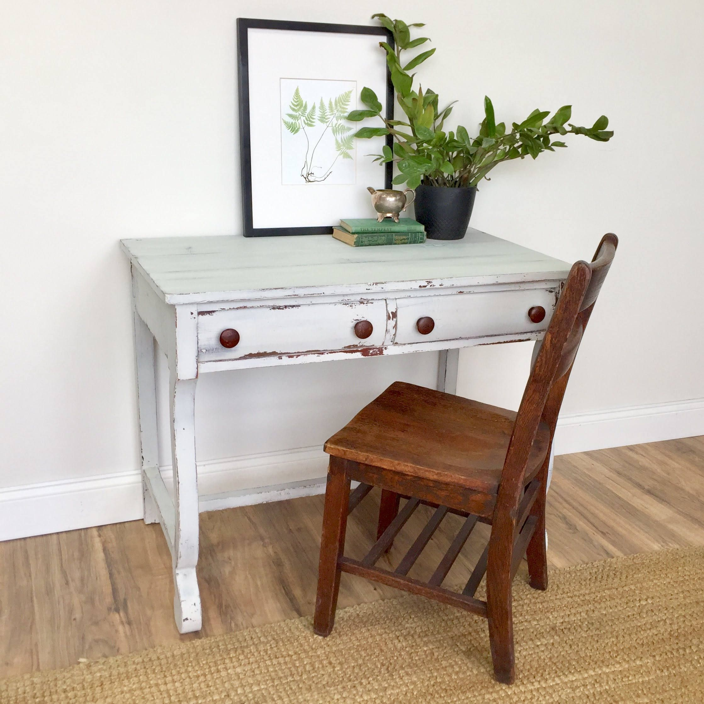This Adorable Antique Desk Will Bring Lots Of Interest To Your  ~ Cottage Style Sofa Table