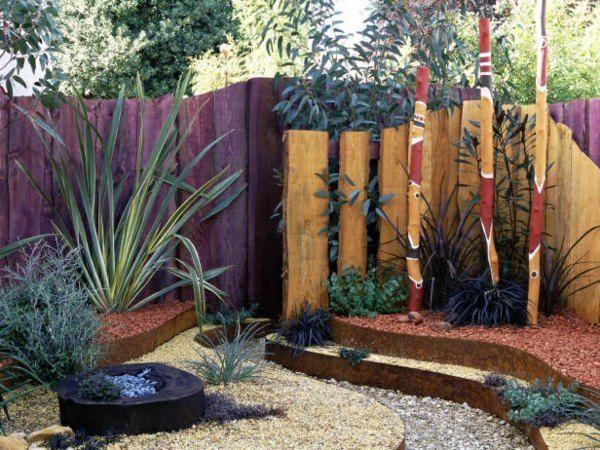 Holzzaun Toll mit den bemalten Stelen! Garten Pinterest - gartenabgrenzungen aus stein