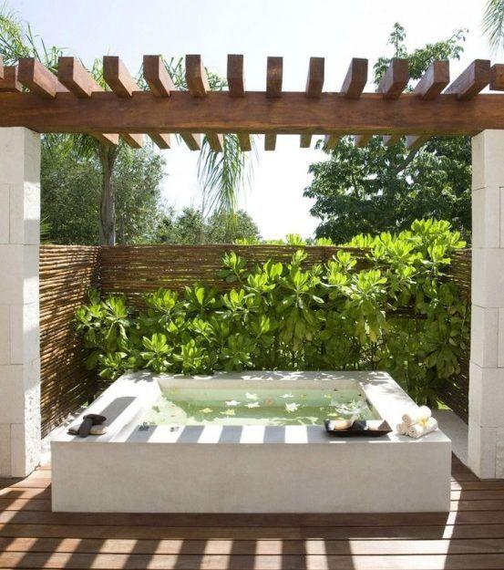 Belebende Gartengestaltung Mit Kleinem Tauchbecken Zum Entspannen Whirlpool Hinterhof Aussenbad Gartengestaltung