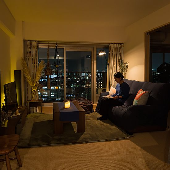 暖かな灯りでリラックス 落ち着いた リビング照明 を作るコツって インテリア 一人暮らし 1ldk 一人暮らし部屋レイアウト 部屋 レイアウト