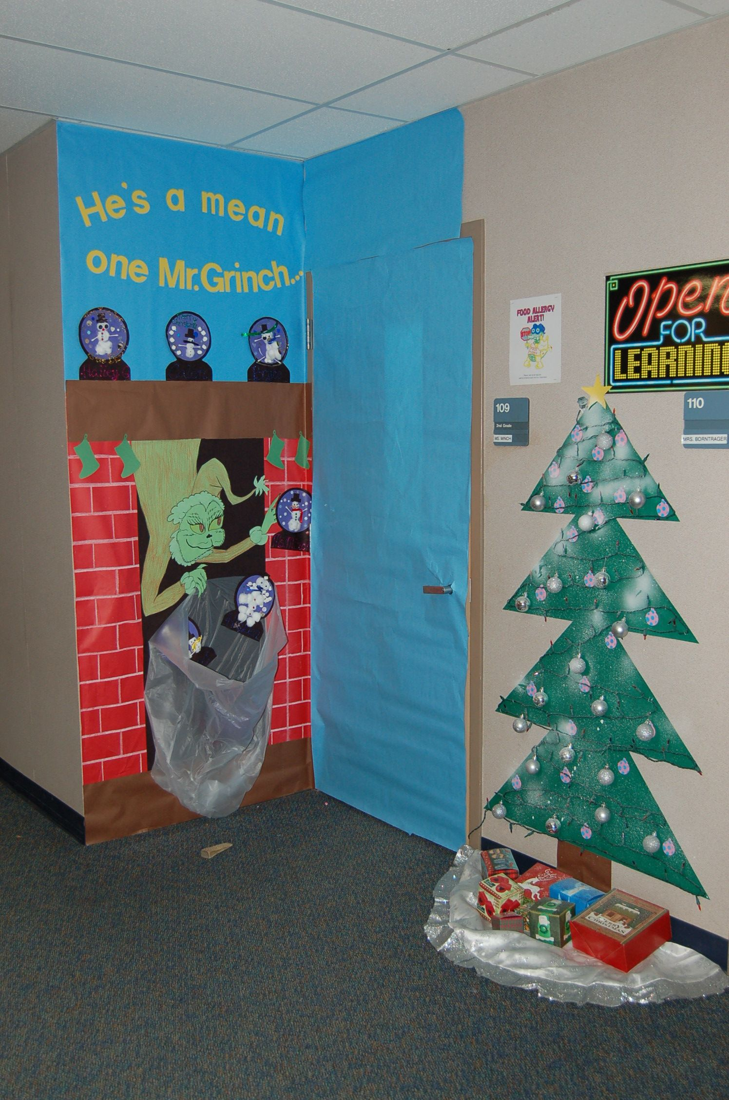 Grinch classroom door decorations for christmas also best images in rh pinterest
