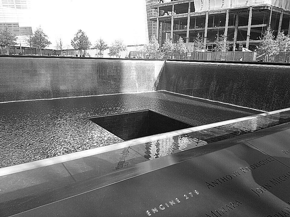 WTC Memorial B/W   I love ny, Bathtub, Memories