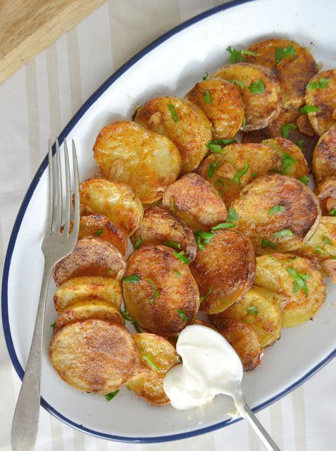 Patatas al horno con ajo y pimentón