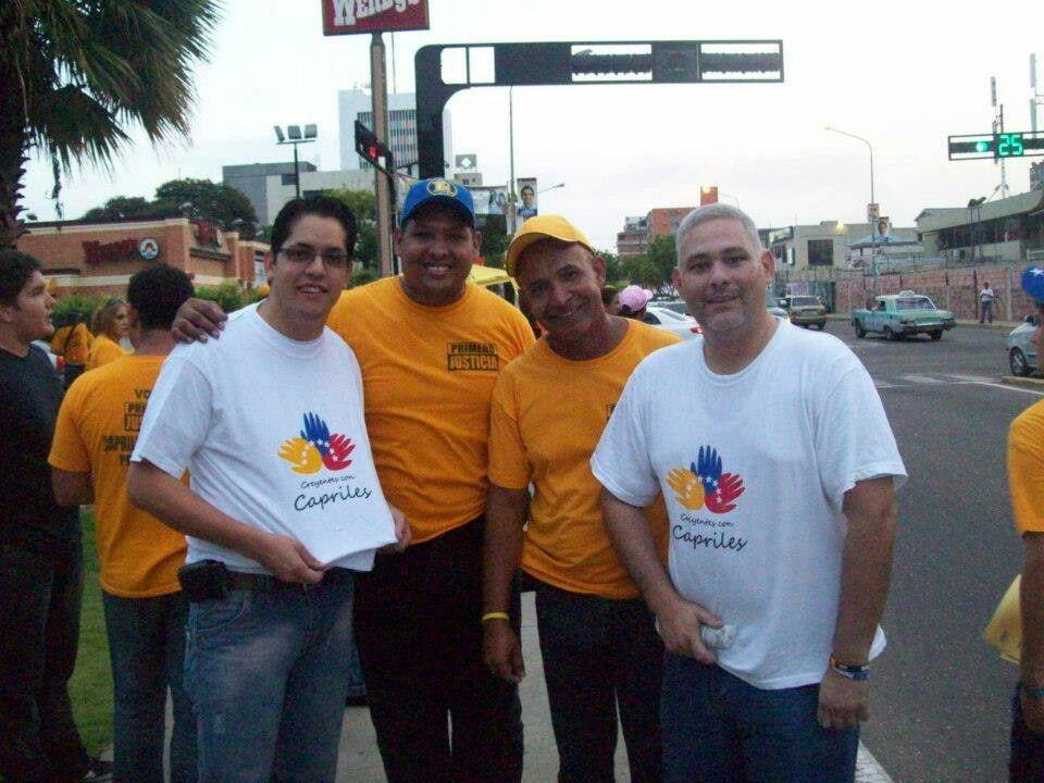 Un pequeño grupo de Creyentes con Capriles  en Maracaibo