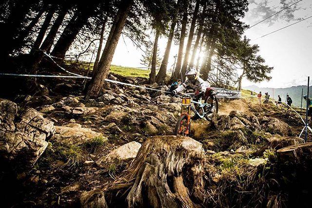 Rachel Atherton.  . . .  #mountainbikes #mountainbike #MTB #mtbtrail #trails #Bike #bikelife #MountainBiking #MTBLove #BikeLove #BikePorn #MTBLife #AllMTB #DH #DownHill #Enduro #EnduroMTB #Velo #Sport #MTBpictureoftheday #Loves_MTB #lifebehindbars #Freeride #XC #XCMTB #XCBike #XCO