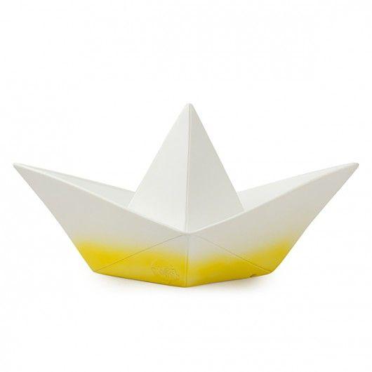 lampe origami bateau jaune jaune pinterest origami bateau origami et bateaux. Black Bedroom Furniture Sets. Home Design Ideas