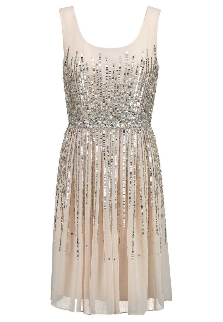 In diesem Kleid ziehst du alle Blicke auf dich. Young Couture by ...