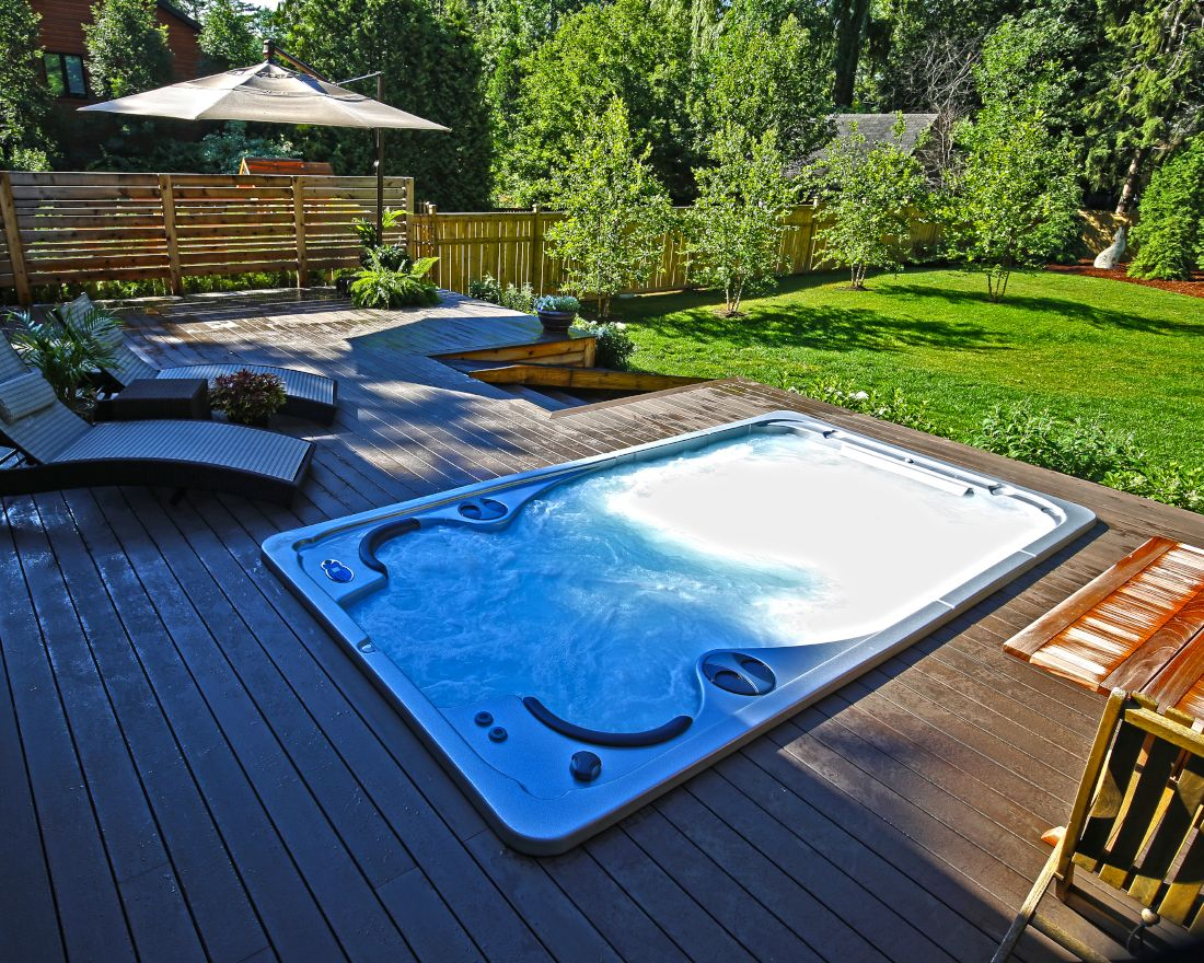 The Self-Cleaning AquaTrainer 14fX from Hydropool Swim Spas ...