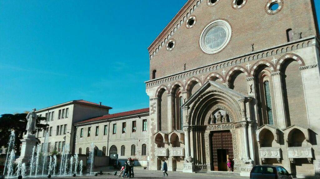 Vicenza, Piazza San Lorenzo, statua Antonio Fogazzaro