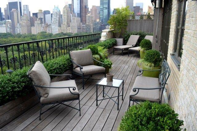 balkon sichtschutz ideen eisen gel nder holzkasten buchsbaumhecken balkoni pinterest. Black Bedroom Furniture Sets. Home Design Ideas