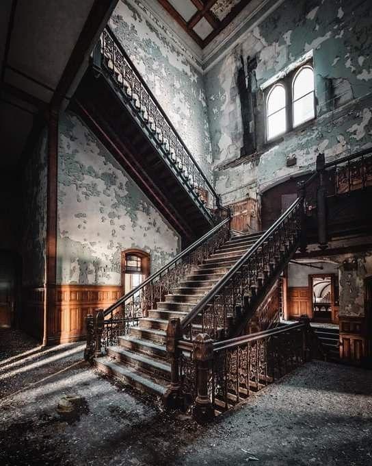 Abandoned Hotels, Abandoned Places