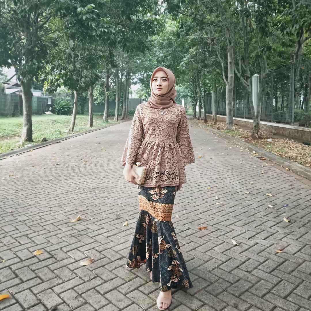 12,12 Likes, 12 Comments - inspirasi kebaya (@kebayareferensi) on
