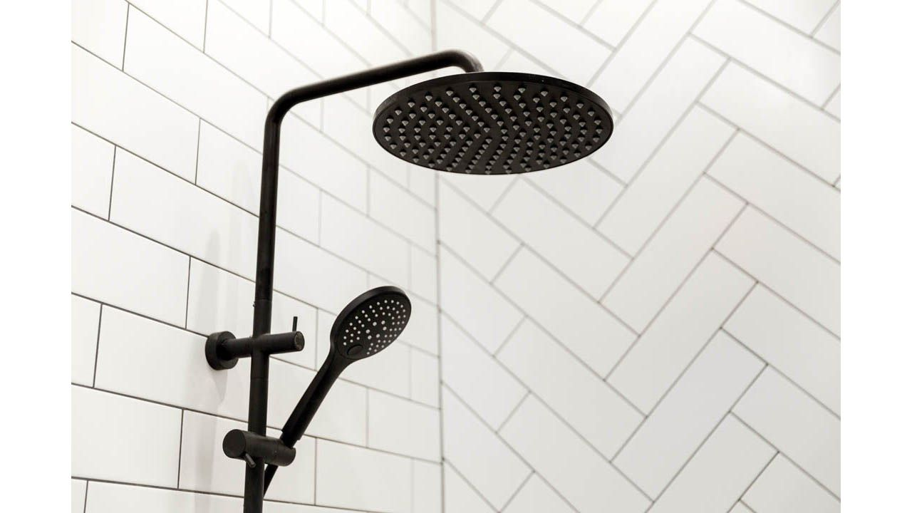 The Mizu Drift Black Twin Shower In The Perfect Inclusion For Carlene And Dan S Challenge Apartment Main Bat Beautiful Bathrooms Twin Shower Colorful Interiors