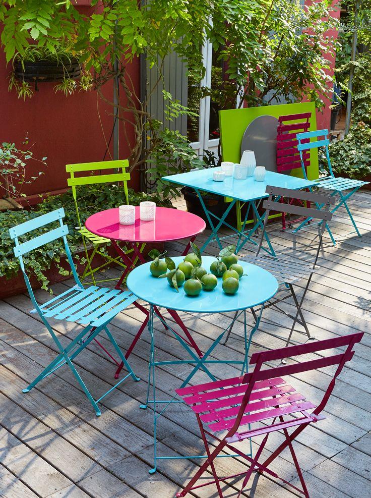 tables et chaises de jardin colorees