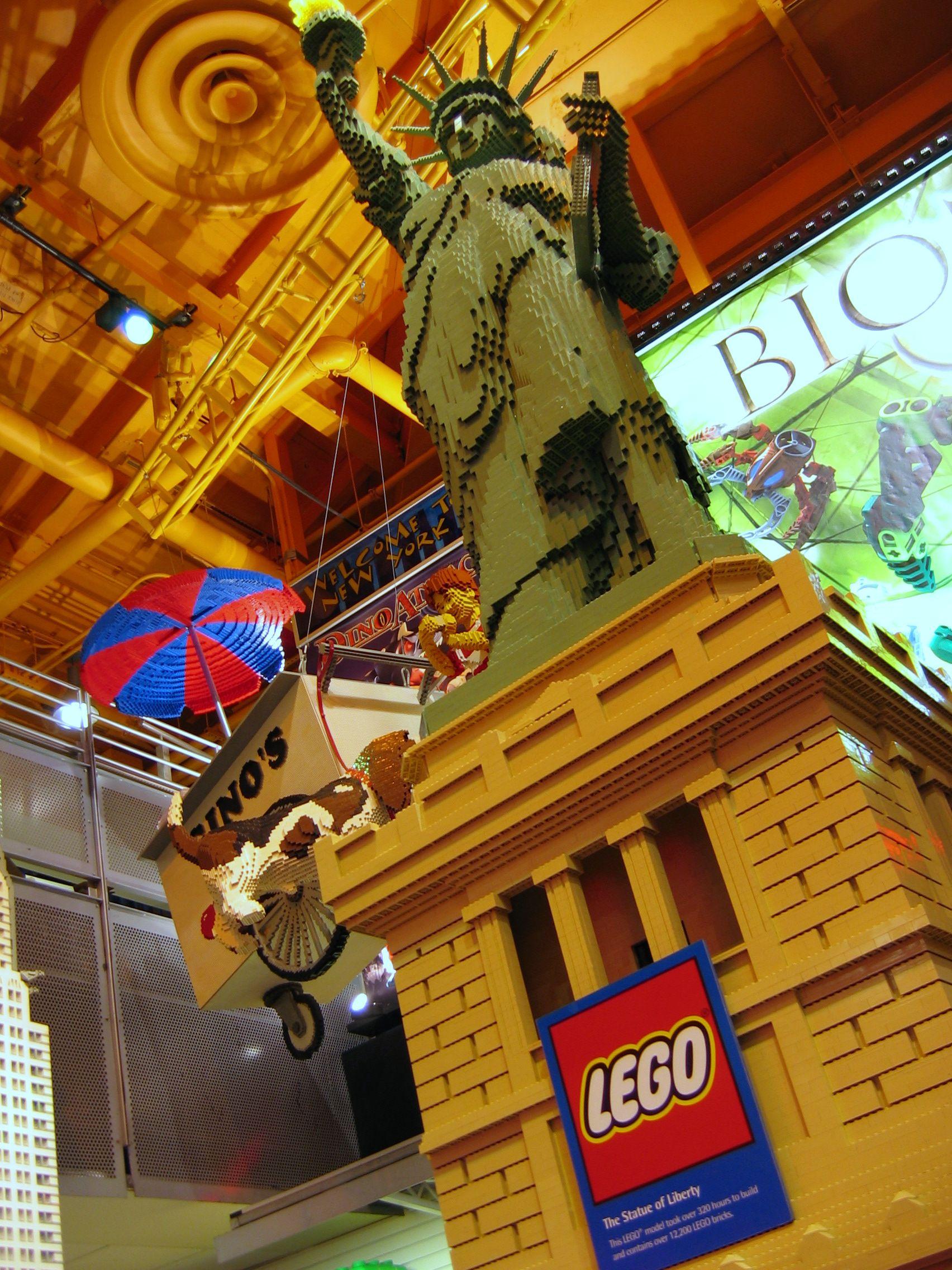 Nyc The Lego Store Nyc Christmas New York Christmas Lego Store