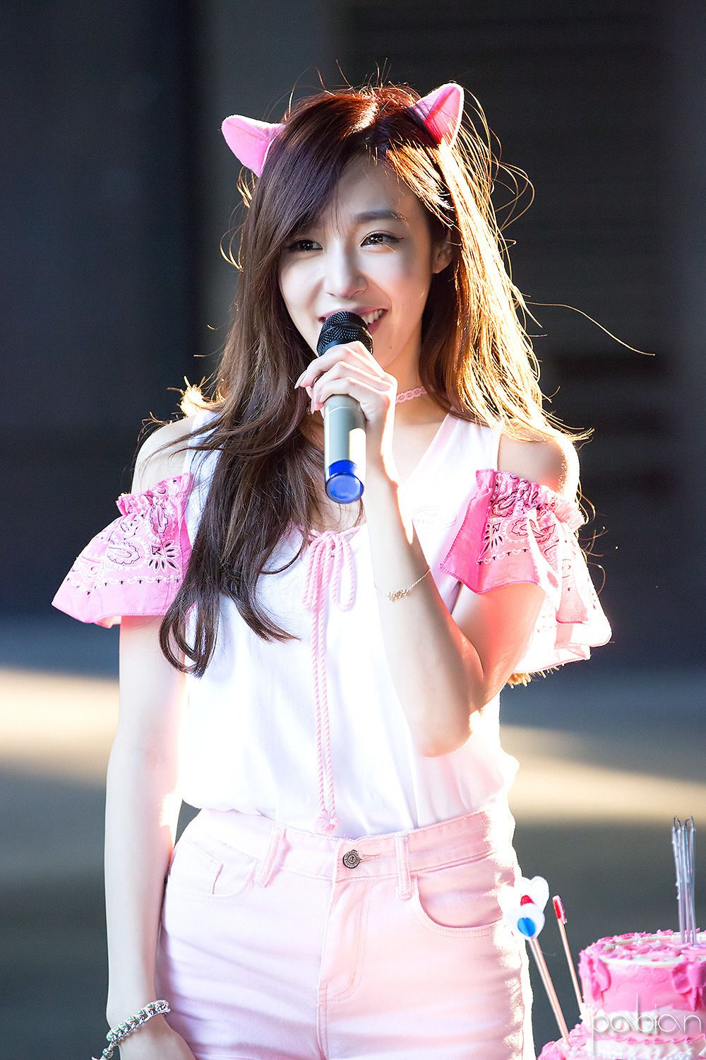 Her True Colors Show In This Picture Pink Girls Generation Tiffany Kpop Girls Girls Generation