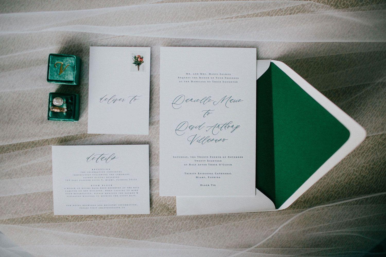 Elegant Modern Wedding With Emerald Color Palette In Miami Elegant Modern Wedding Emerald Wedding Invitations Wedding Modern