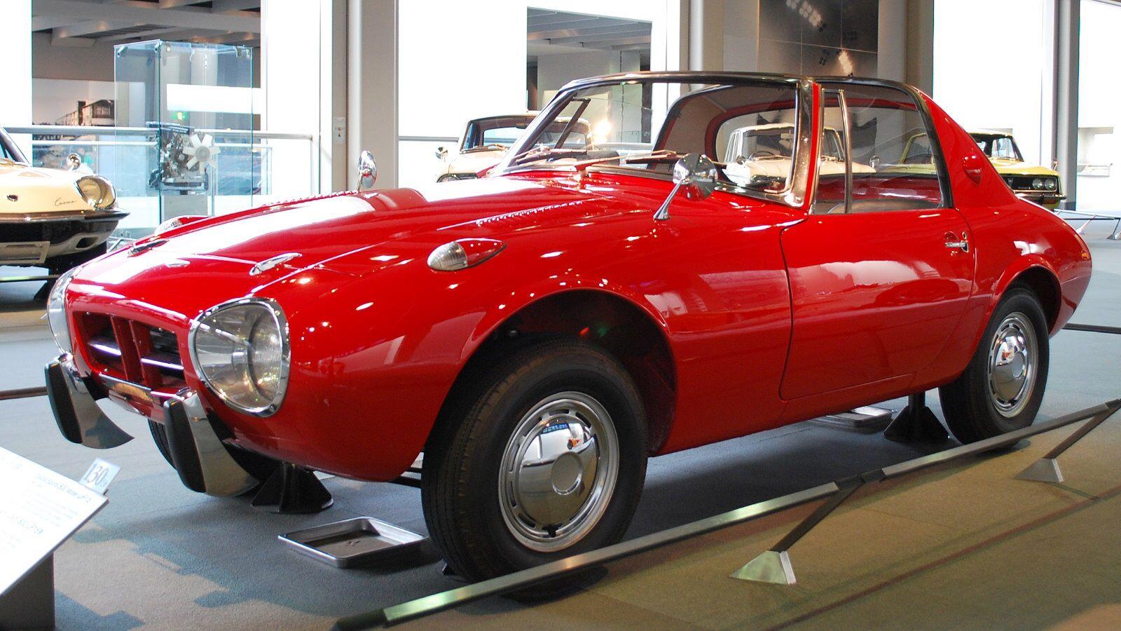 http://upload.wikimedia.org/wikipedia/commons/5/5b/1965_Toyota_Sports-800_01.jpgからの画像