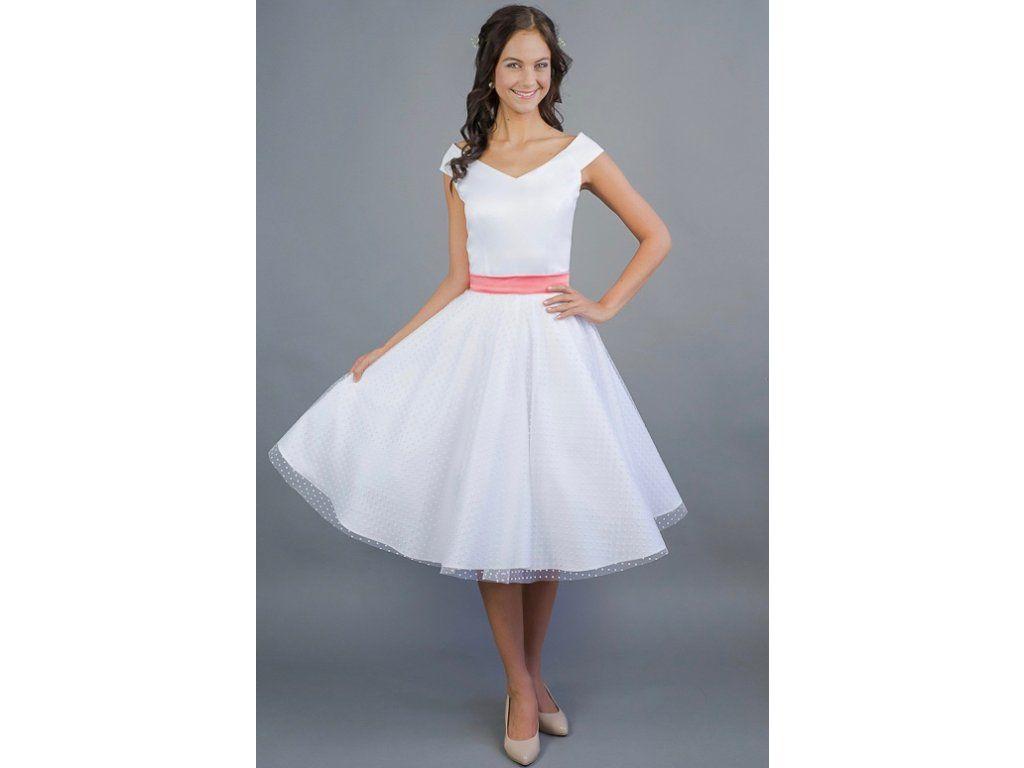 c7391bfc7a32 MILLA svatební retro šaty bílé s puntíky . široký V výstřih na ramena mírny  V výstřih i na zádech pásek na patentky