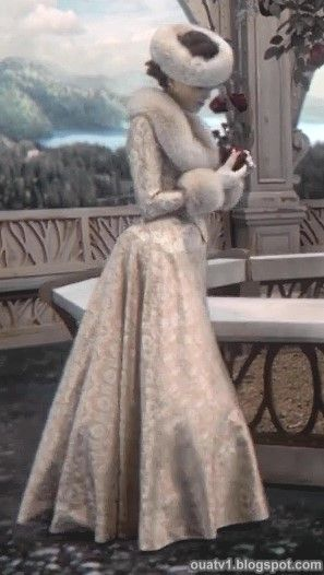One upon a time she may be evil but she has an amazing - Robe reine des glaces ...