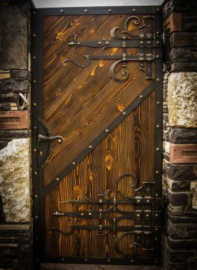 Gothic door – Door Types