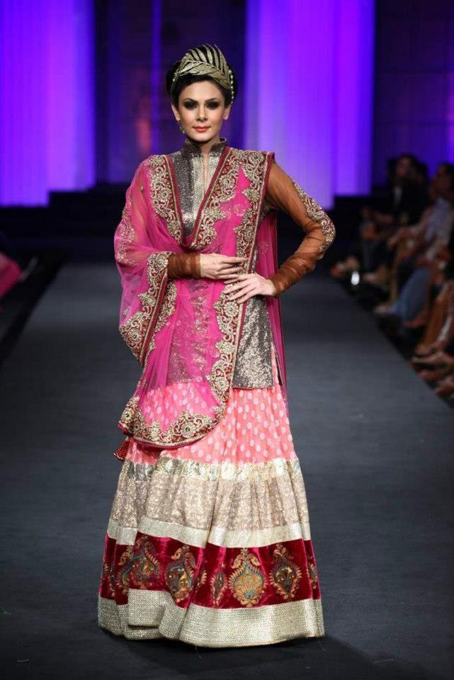 Pin de Jidnyasa Mantri en Indian Fashion | Pinterest