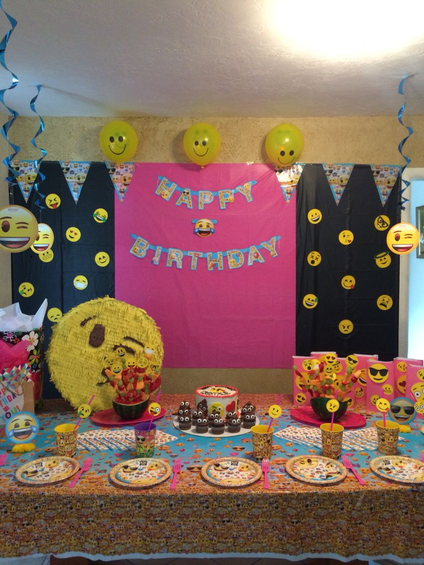 Emoji party backdrop emoji party pinterest party for Decoration emoji