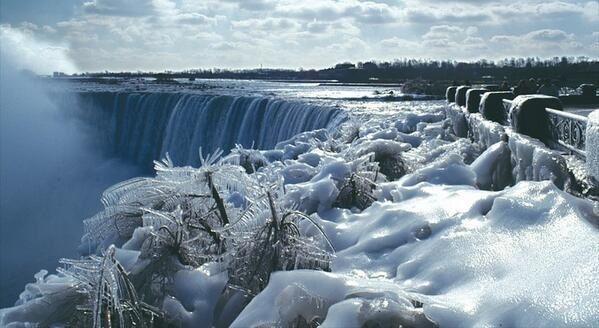 Niagra Falls In The Winter Us Canada Border Niagara Falls Niagara Falls Frozen Niagara