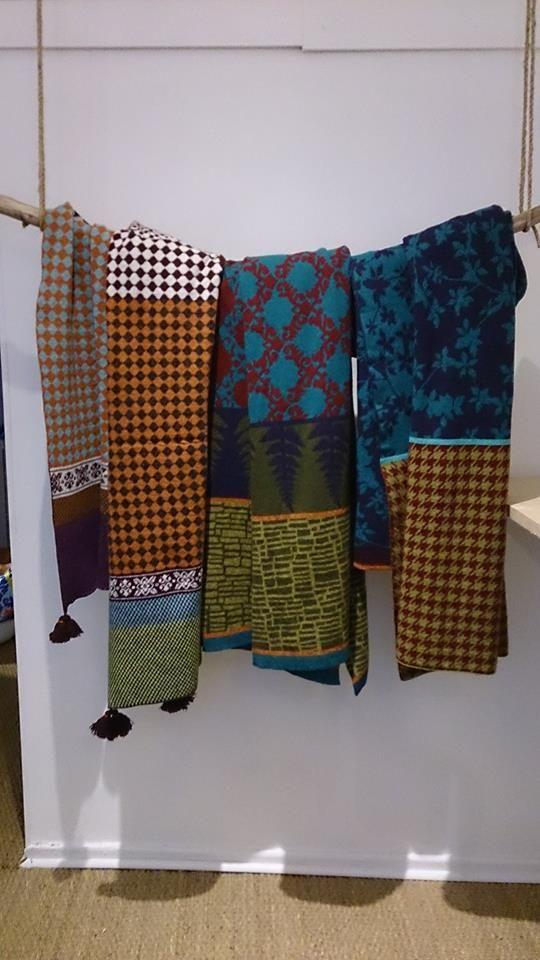 Magnifiques plaids 90 x 210 cm, 80 % laine 20 % polyamide. A retrouver prochainement sur mon site.