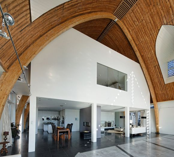 Church on a river converted to a home... RV Architectuur