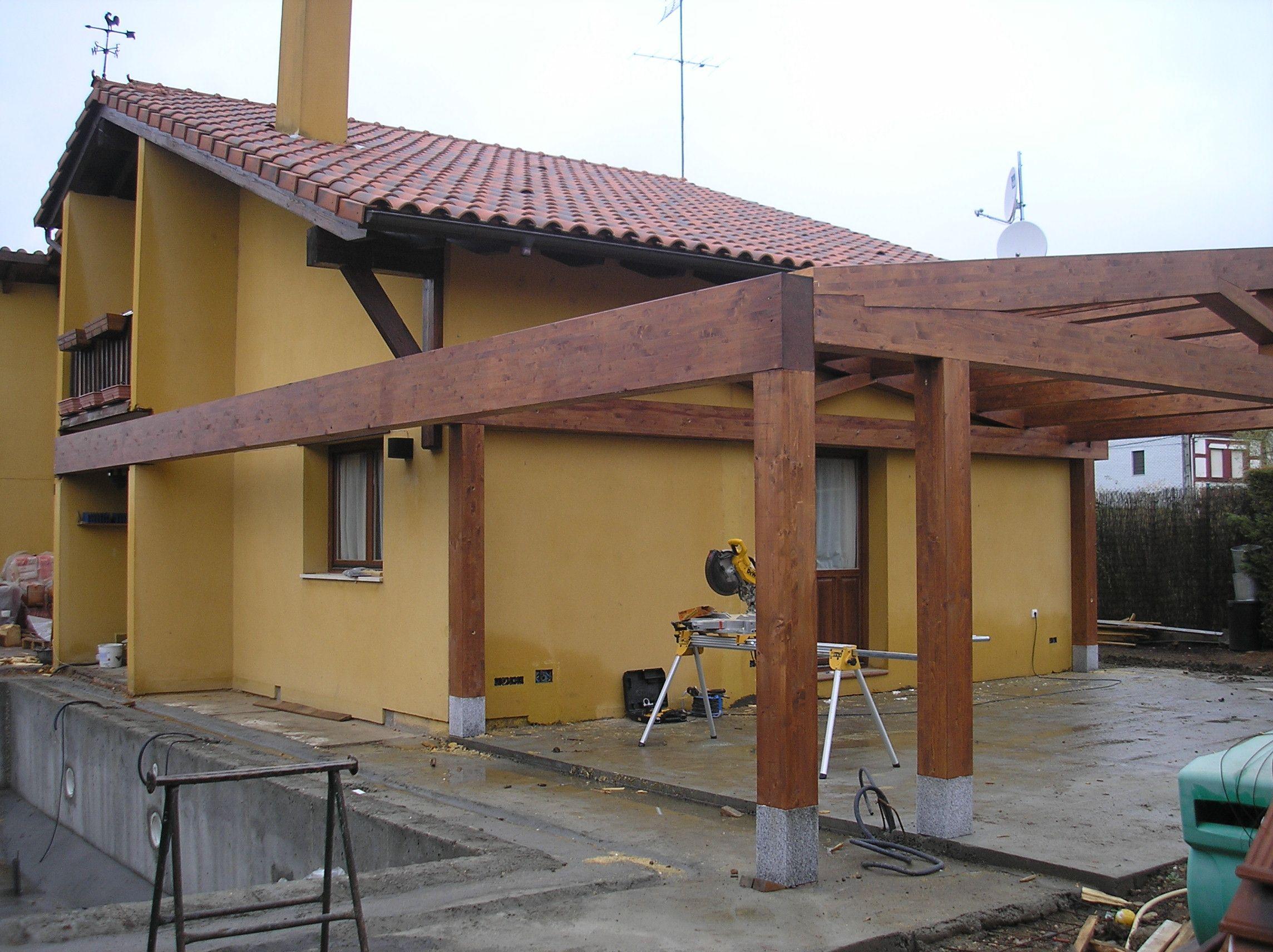 Construcci n porche a dos aguas en la trasera y lateral de for Techos diferentes